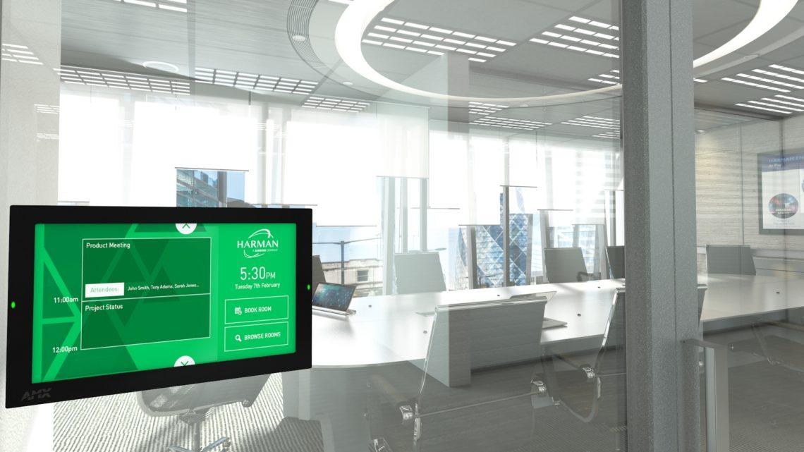 salle de réunion avec équipement de collaboration